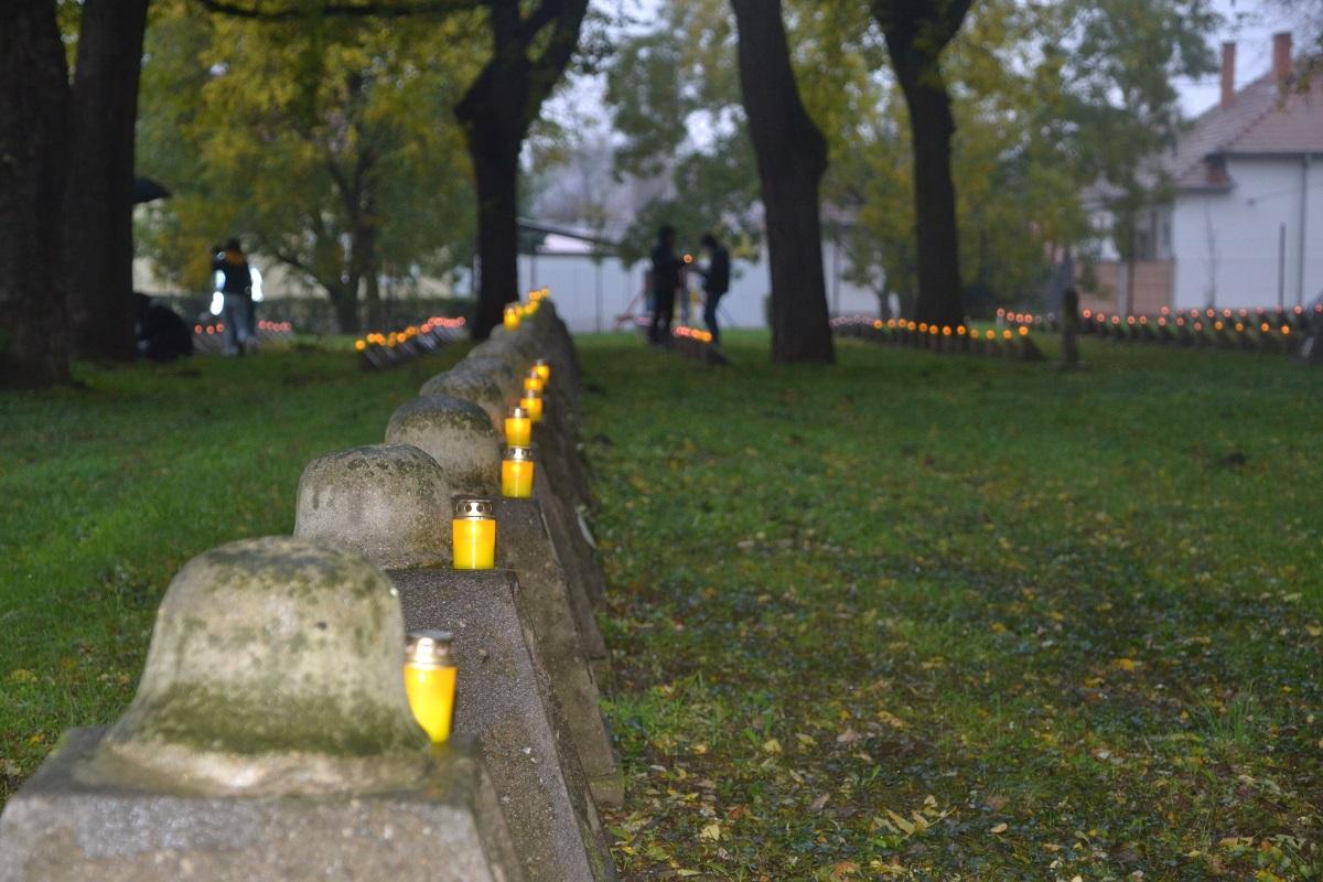 Megemlékezés a Hősök temetőjében